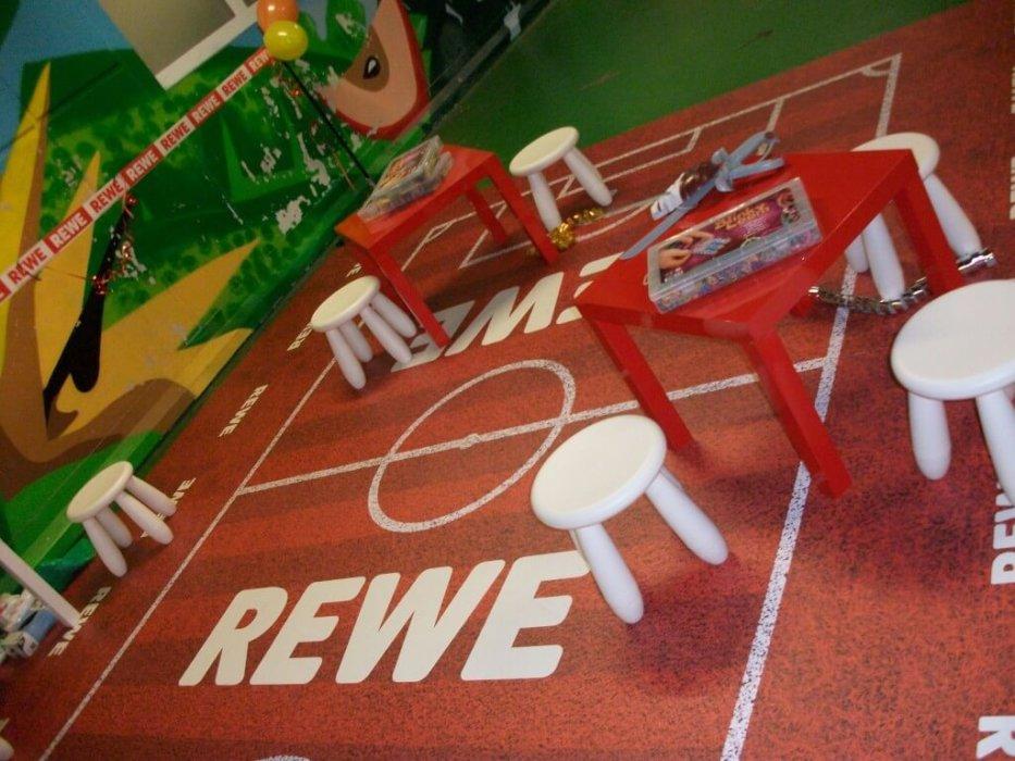 Indoor Kinderspielplatz Bodenwerbung