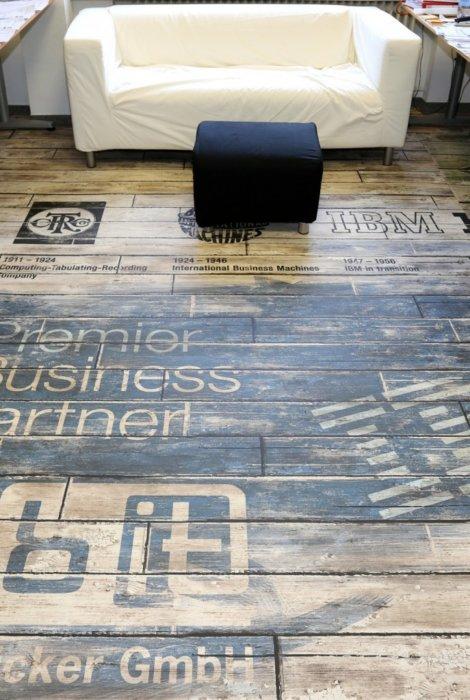 Bedruckter Boden Büro
