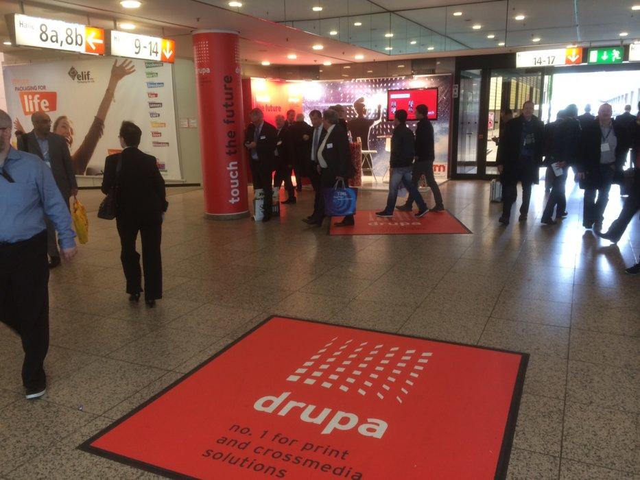 DRUPA Floorminder Vinyl Bodendisplay