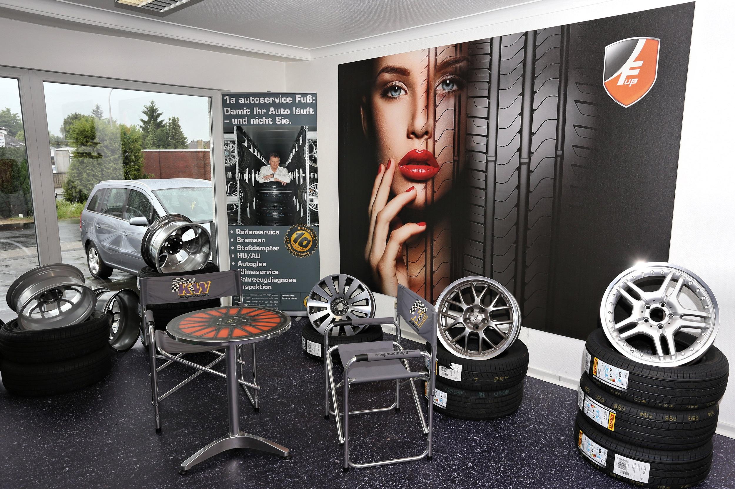 Reifenhänder/ Autohaus Warte- Und Showroom