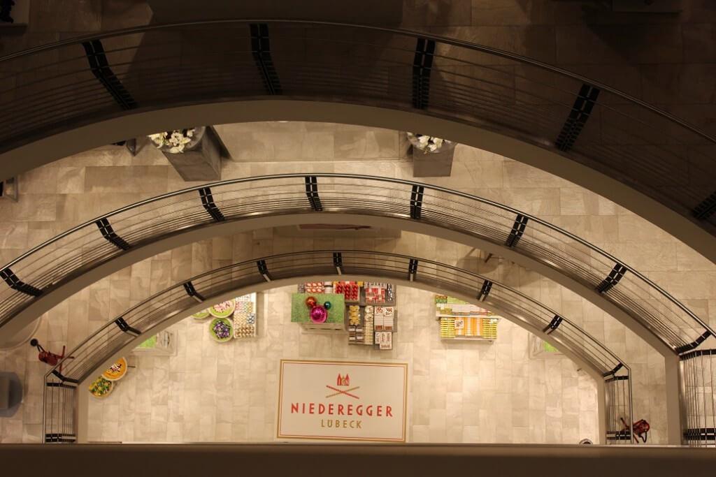 Designfußboden Bodenwerbung Einkaufszentrum