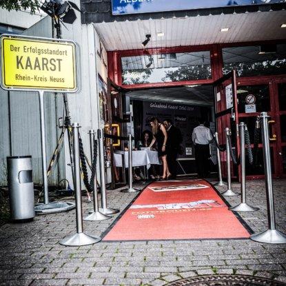 Kaarsttotal RoterTeppich Eingangsbereich