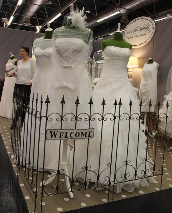Brautkleiderboden Ladengestaltung Fußboden Verkaufsfläche