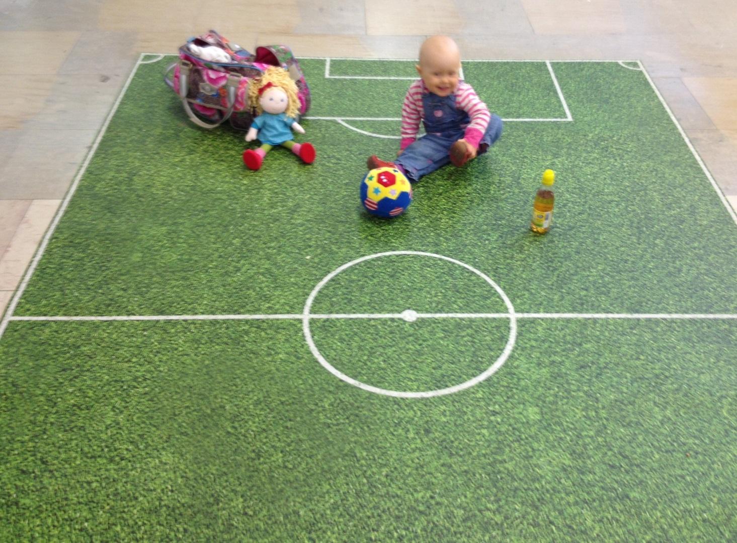 Kinder Fussballspielboden