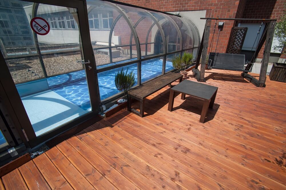 Designerboden Schwimmbad Wasser