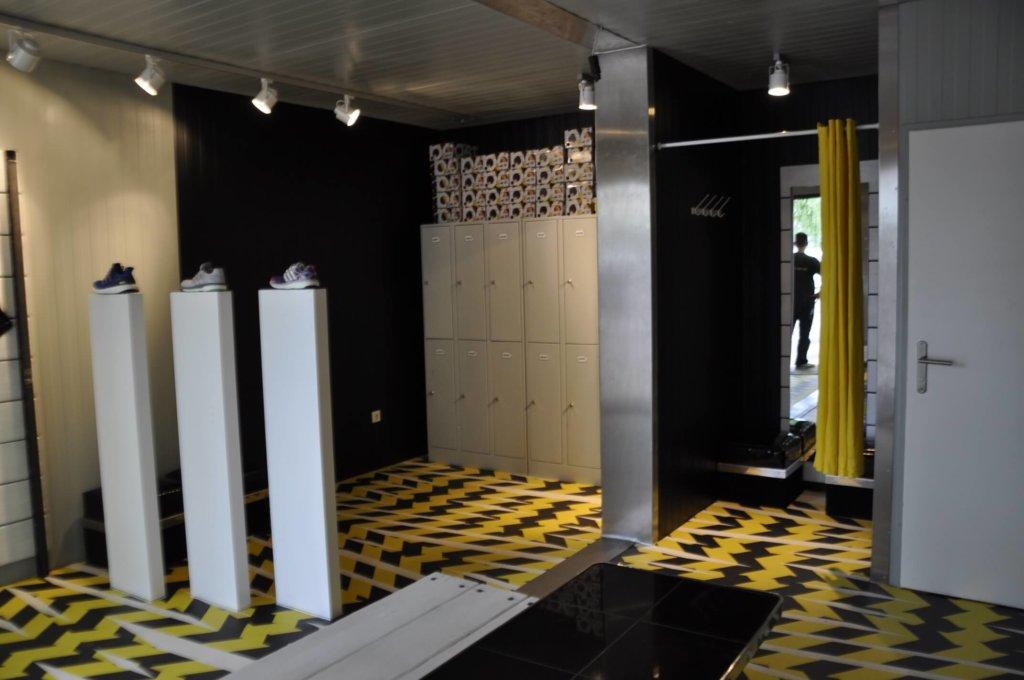 Shopgeschäft Store Adidas Objektboden Designboden