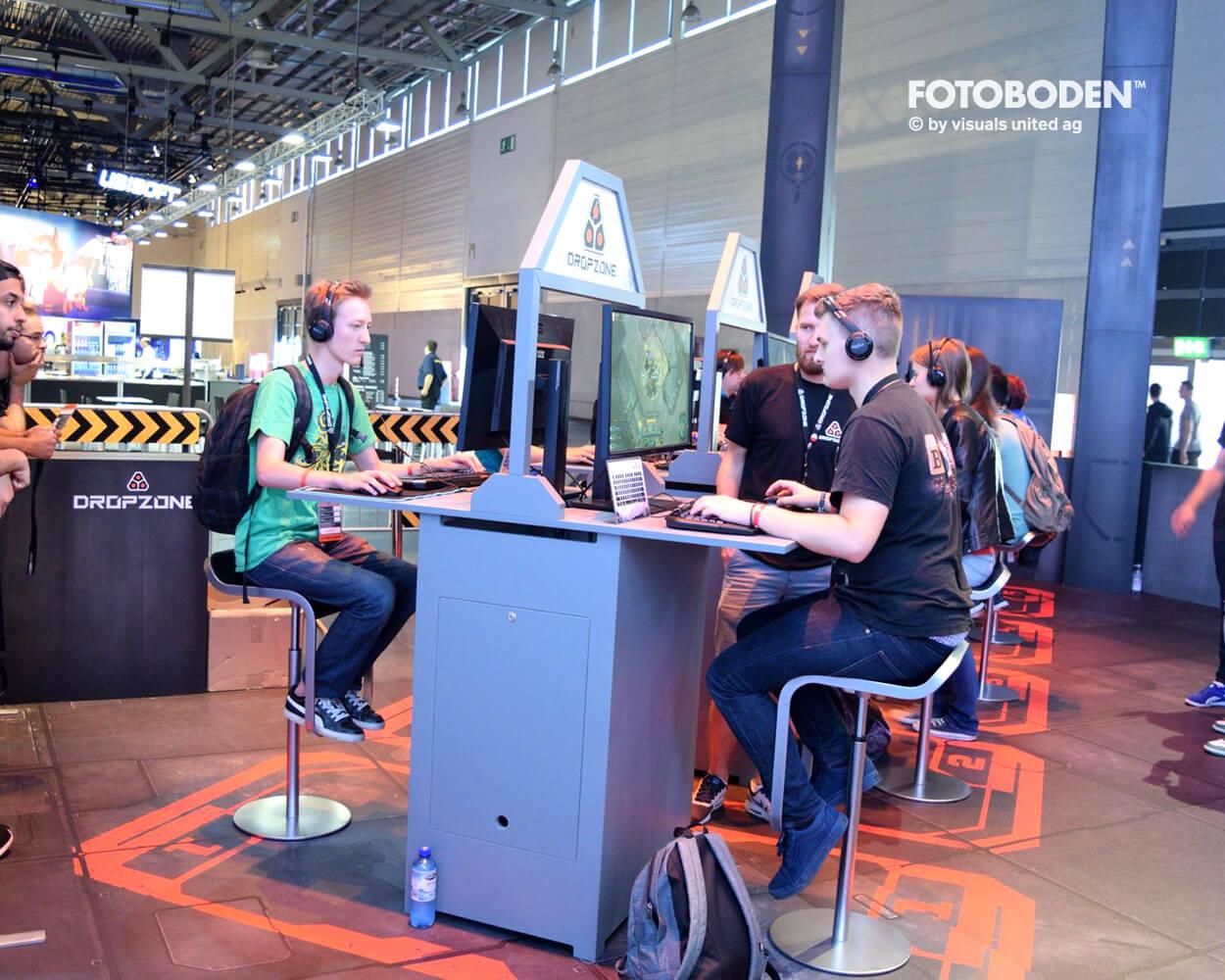 Dropzone Gamescom FOTOBODEN™ Messeboden