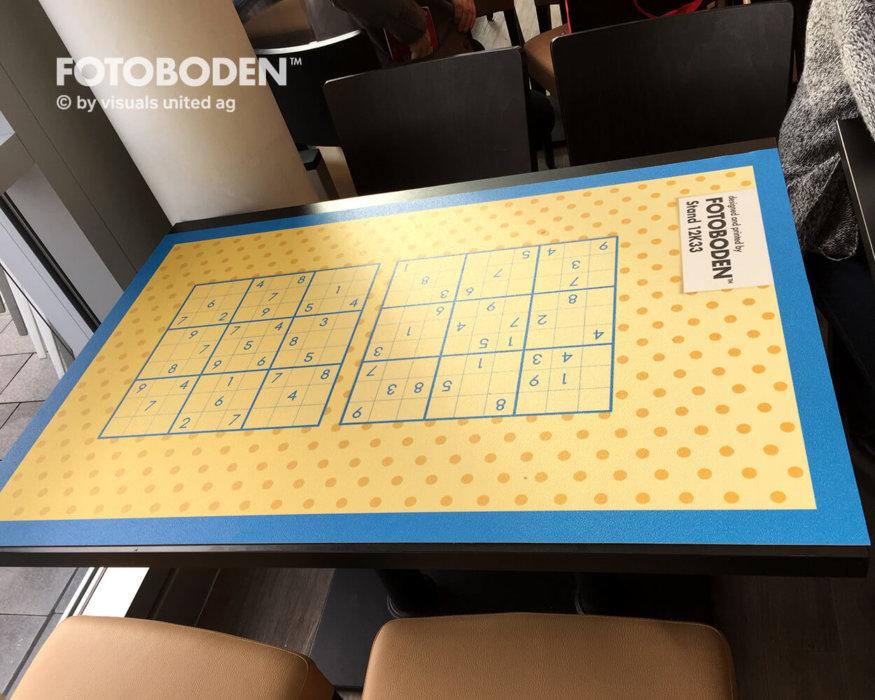 PSI FOTOBODEN™ Messeboden Tischspiel
