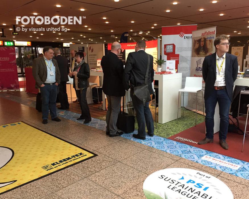 FOTOBODEN™ Messeboden Bodendisplay Kundenstopper