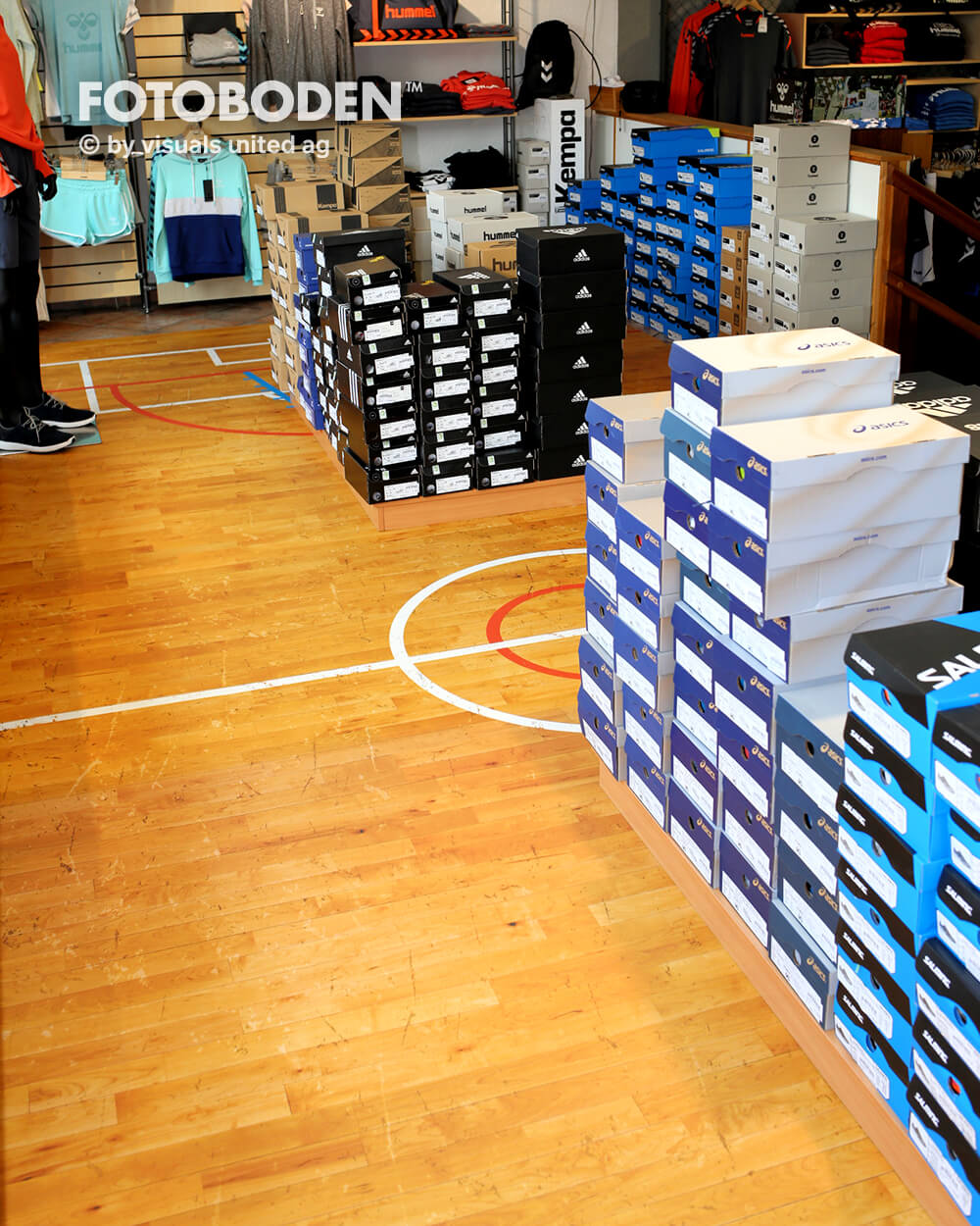 Sport7Ladenbau Ladengestaltung Fußboden Verkaufsfläche Bodengestaltung Boden Foto Fotoboden Fotomotiv Motiv Druck Visual Merchandising Point Of Sale POS
