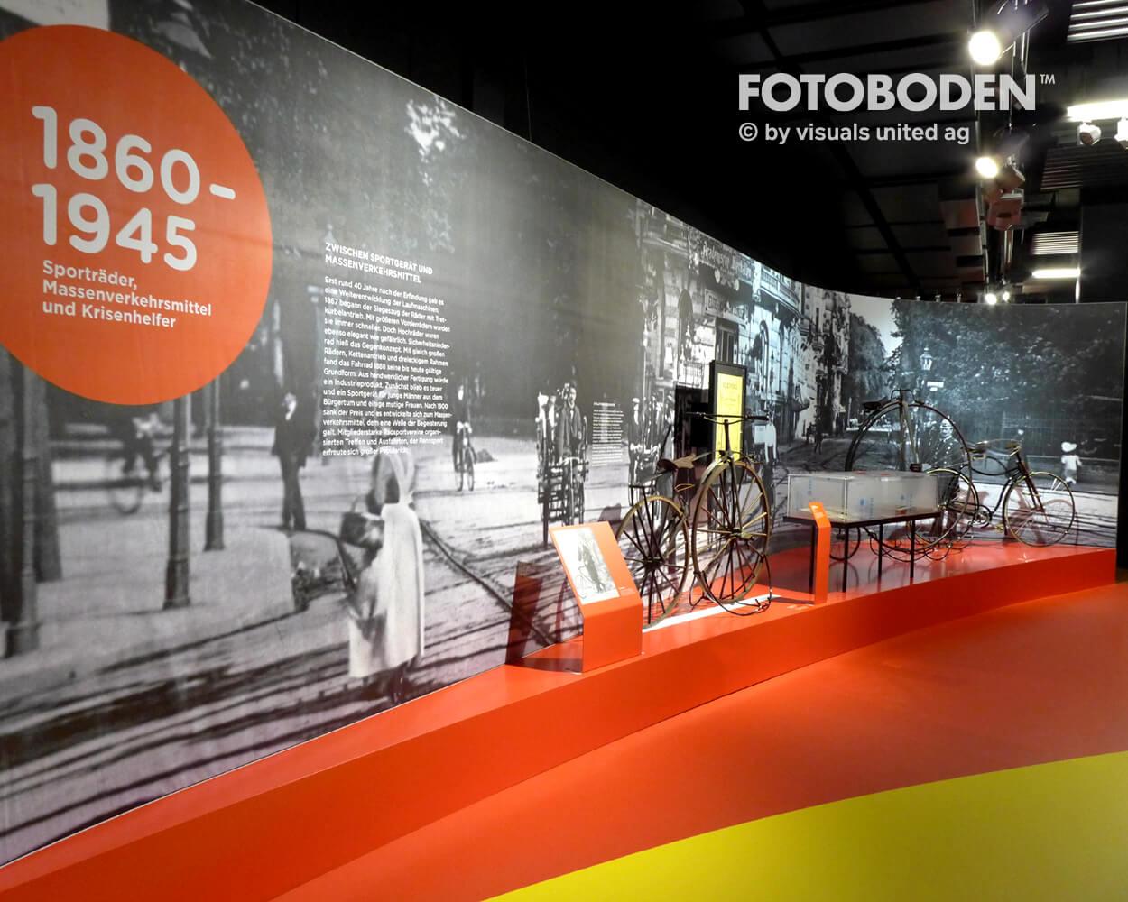 Fahrrad2 Ausstellung Museum  Raumkonzept Stimmung Museumsboden Ausstellungsboden Fotoboden Vinylboden Flooring Individuell Event