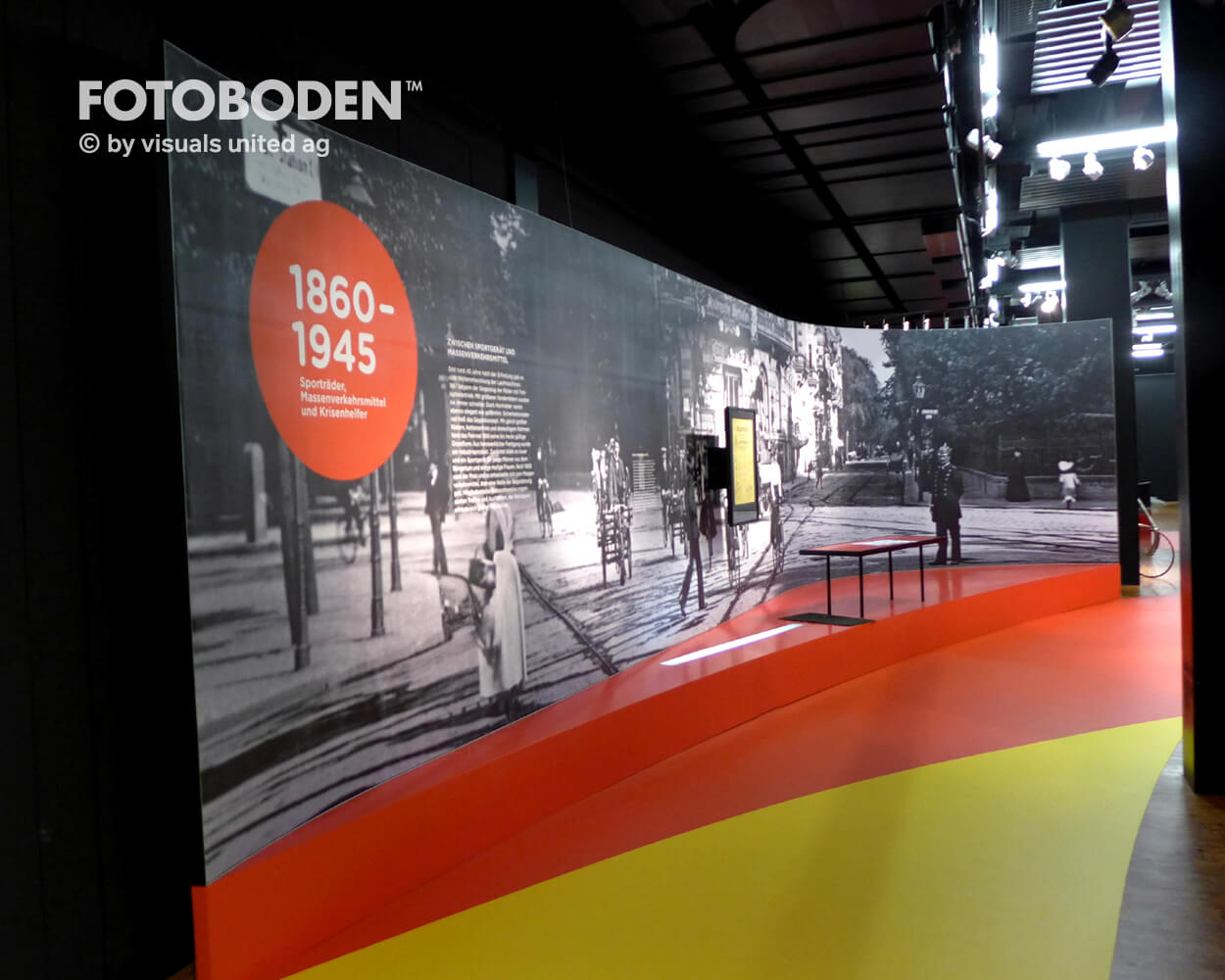 Fahrrad3 Ausstellung Museum  Raumkonzept Stimmung Museumsboden Ausstellungsboden Fotoboden Vinylboden Flooring Individuell Event