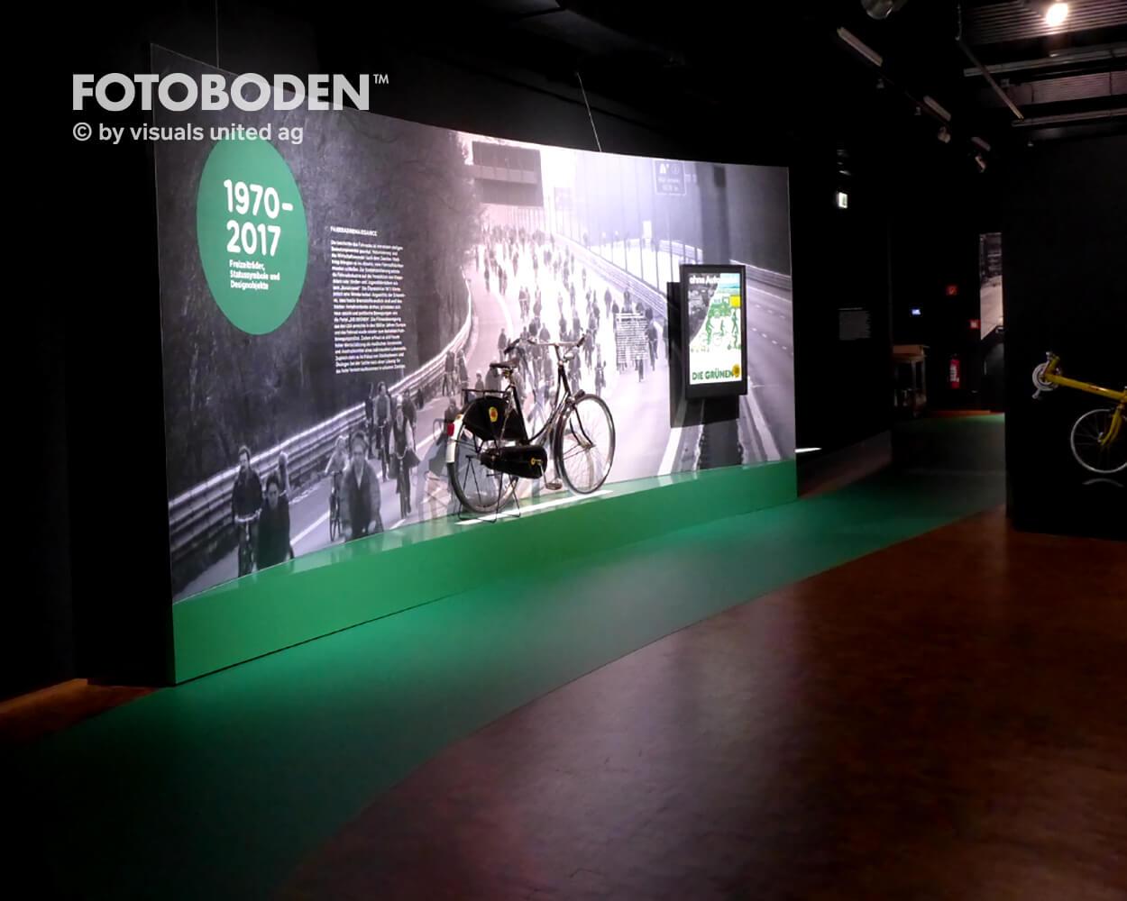 Fahrrad6 Ausstellung Museum  Raumkonzept Stimmung Museumsboden Ausstellungsboden Fotoboden Vinylboden Flooring Individuell Event