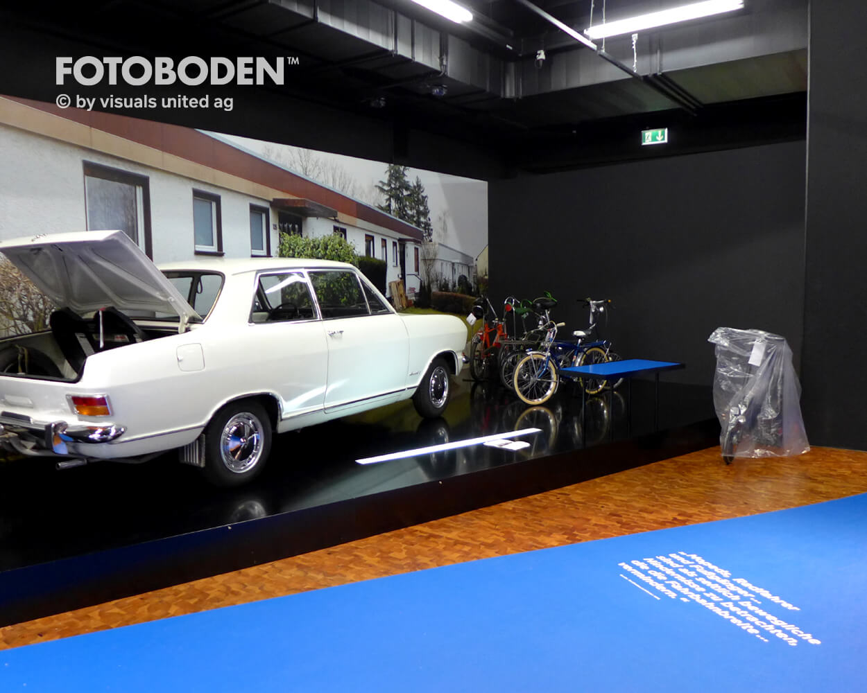 Fahrrad7 Ausstellung Museum  Raumkonzept Stimmung Museumsboden Ausstellungsboden Fotoboden Vinylboden Flooring Individuell Event