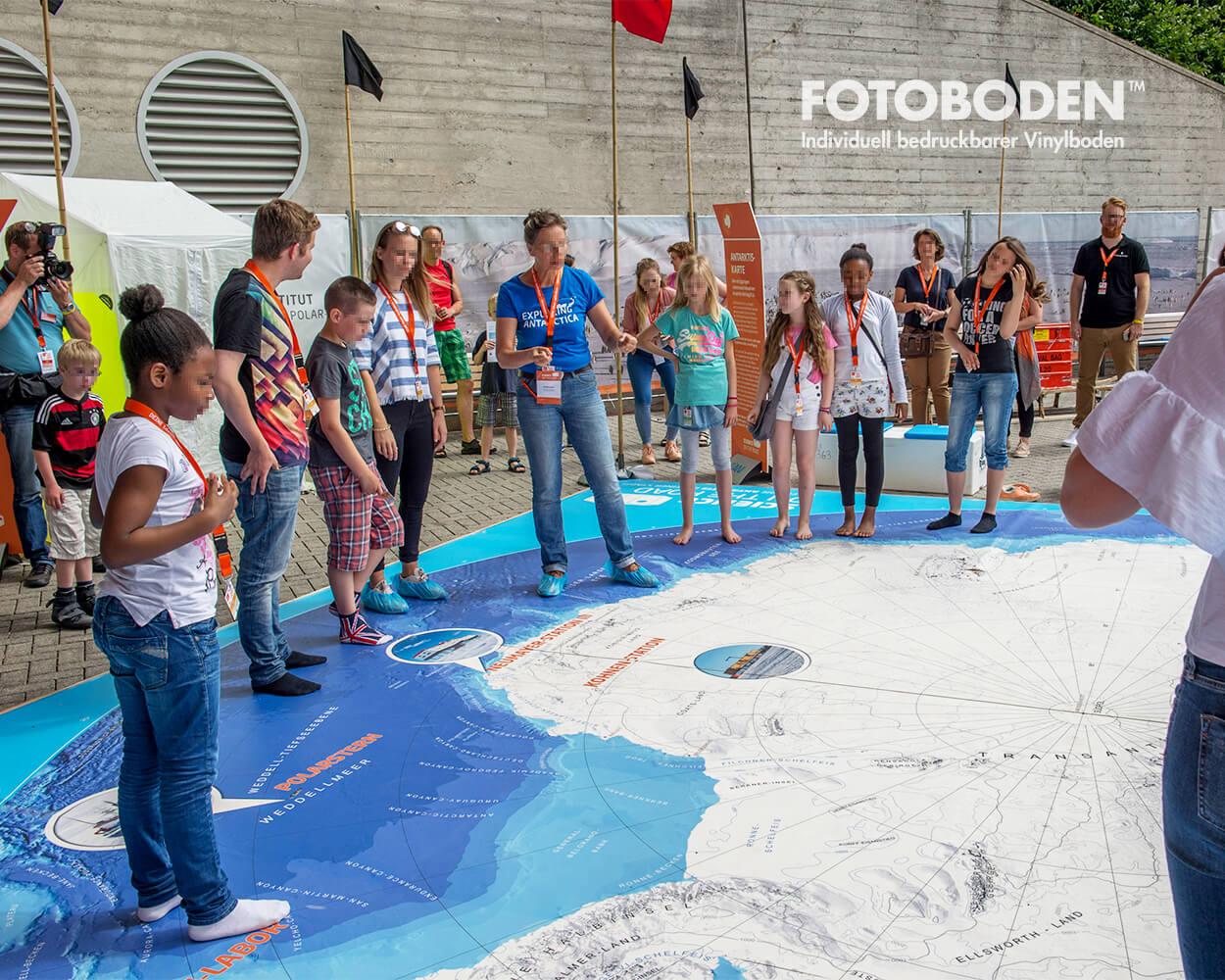 Antarktiskarte IdeenExpo Hannover 1Ausstellung Museum  Raumkonzept Stimmung Museumsboden Ausstellungsboden Fotoboden Vinylboden Flooring Individuell Event