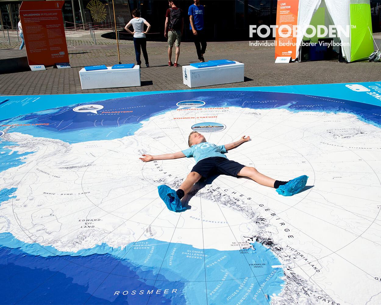 Antarktiskarte VorOzeaneum Stralsund Ausstellung Museum  Raumkonzept Stimmung Museumsboden Ausstellungsboden Fotoboden Vinylboden Flooring Individuell Event
