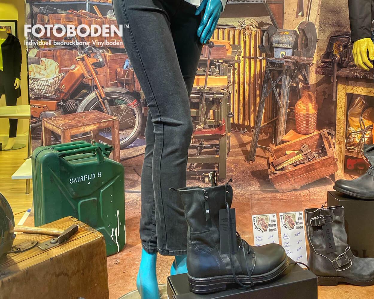 Warenpräsentation Motorradladen